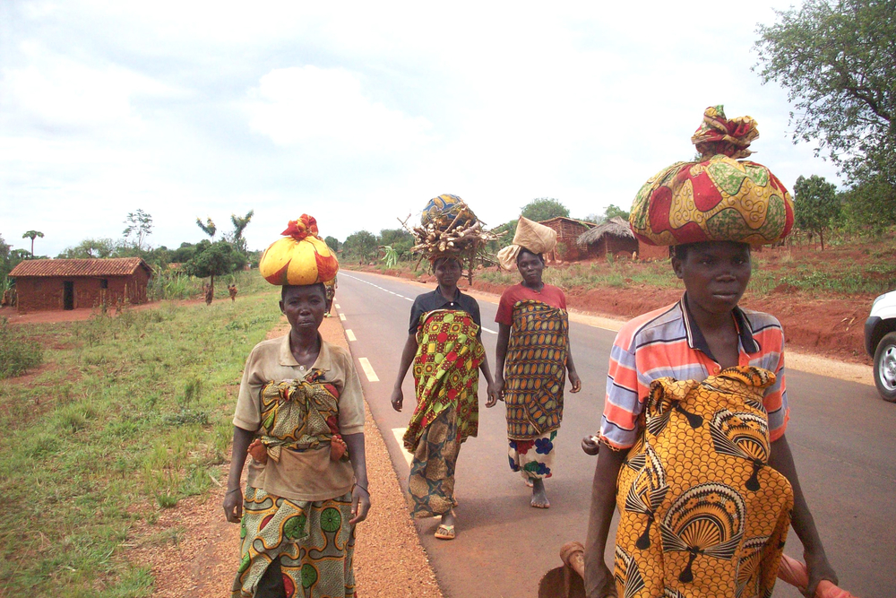 A food crisis in northern Burundi's Kirundo province – the result of failed rains – has prompted many women to make a long daily commute to neighbouring Rwanda, where a day's work in a field earns them just enough money to feed their family for a