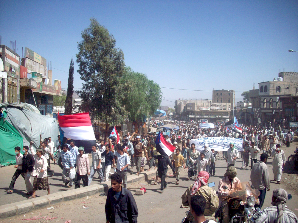 Protesters raising separatist flags in the southern Dhalea governorate