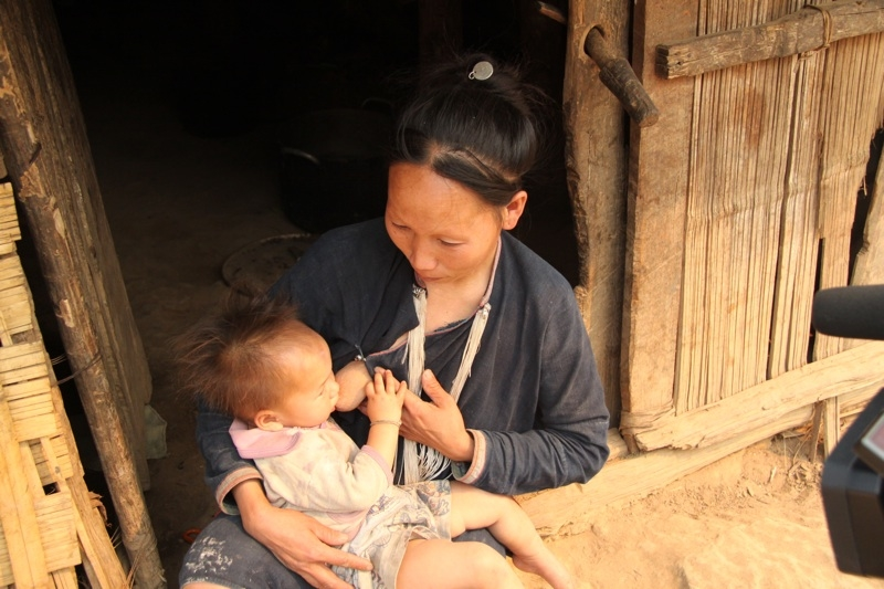 A woman breastfeeding her child in Pongsali Province