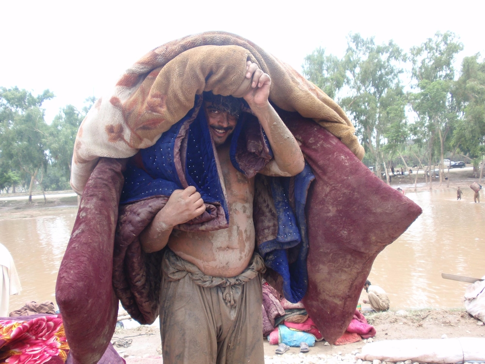 A flood-affected Afghan refugee in Pakistan