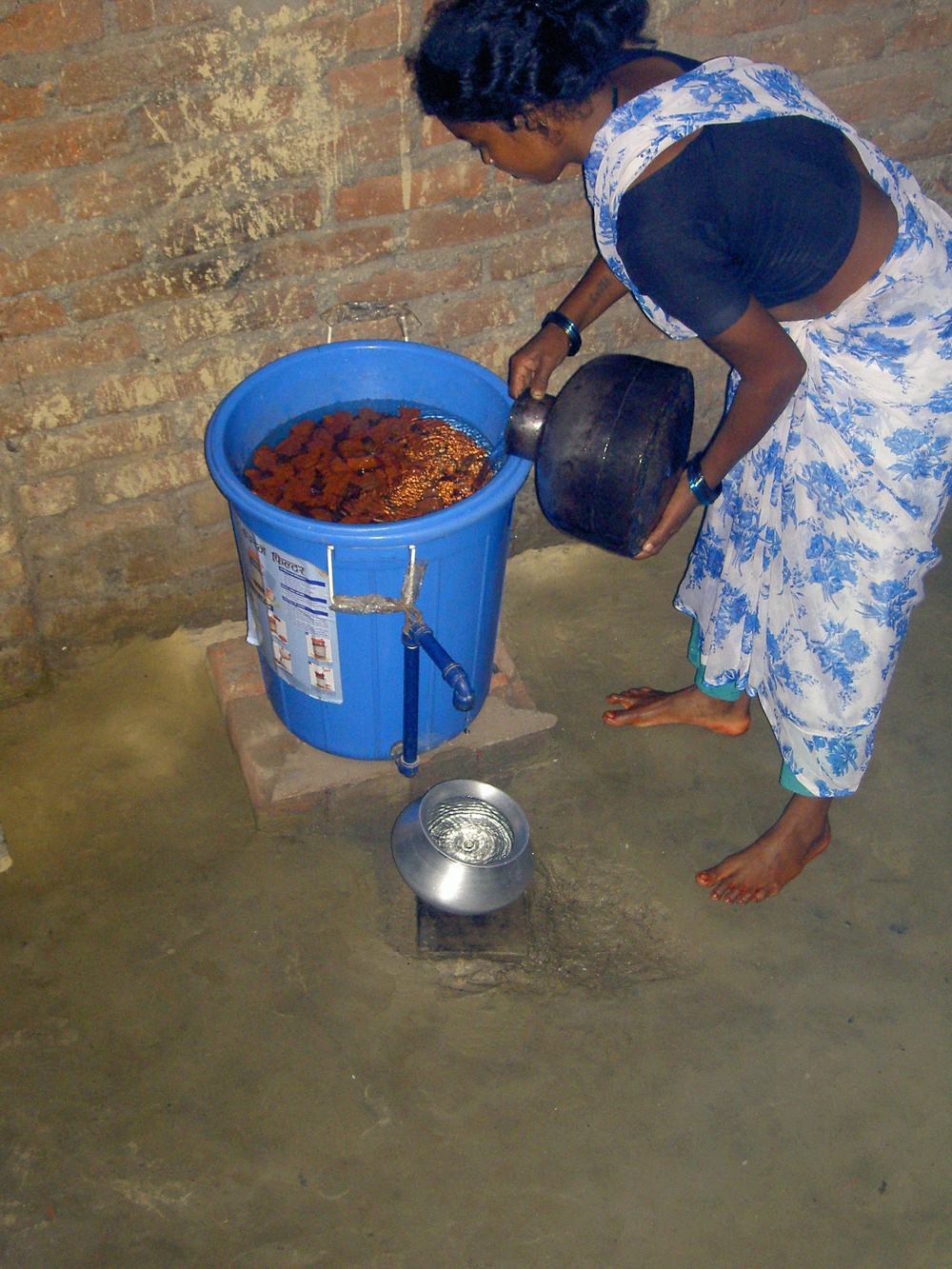 Access to clean water remains a challenge in Nepal's Terai region along the border with India. More than 30,000 people are exposed to arsenic
