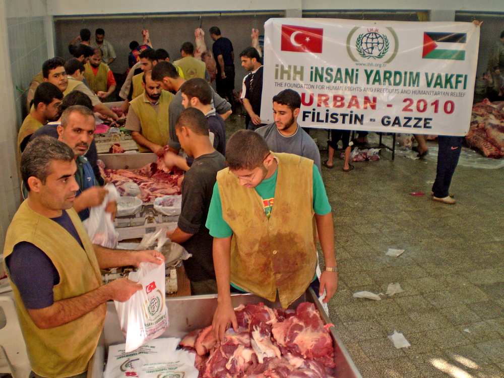 Islamic INGO IHH distributing meat during the 2010 Eid Al-Adha season in Gaza.  20,000 families befitted from the project