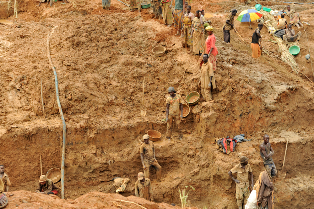 Artisanal gold miners near Iga-Barrière, about 25km east of Bunia, the administrative town of the Ituri Region (Jan 2013)