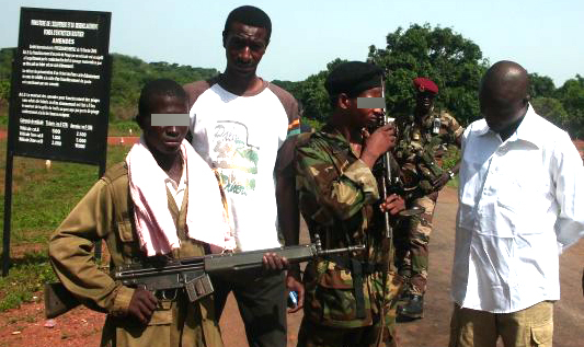 Children continue to be recruited into the ranks of armed groups in the Central African Republic, like these new members of the Séléka alliance in Bossembélé (April 9, 2013)
