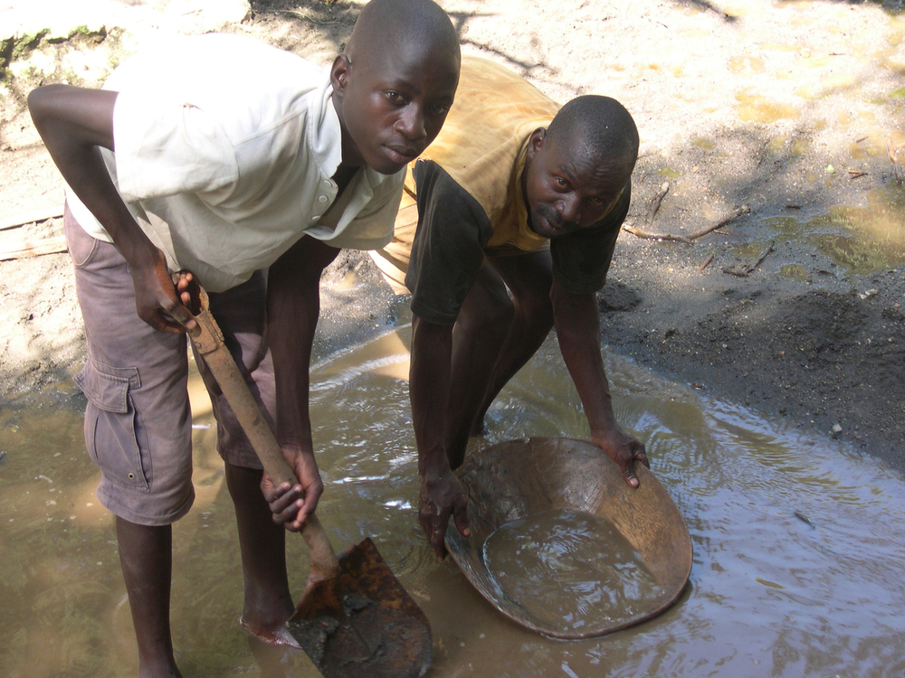 The people of Kassoka in Mozambique's northwestern Tete Province, rely on gold panning to supplement their income from farming, but this will no longer be an option after they are resettled by Indian mining company, Jindal