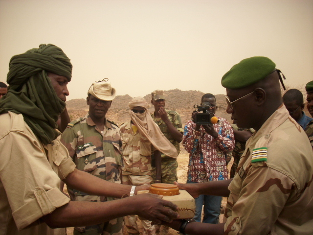 An ex Niger Movement for Justice (MNJ) rebel hands over a mine to the National Commission for the Collection and Control of Illicit Weapons (CNCCAI) as part of DDR and demining activities in Agadez, northern Niger, which started in 2010 and is ongoing