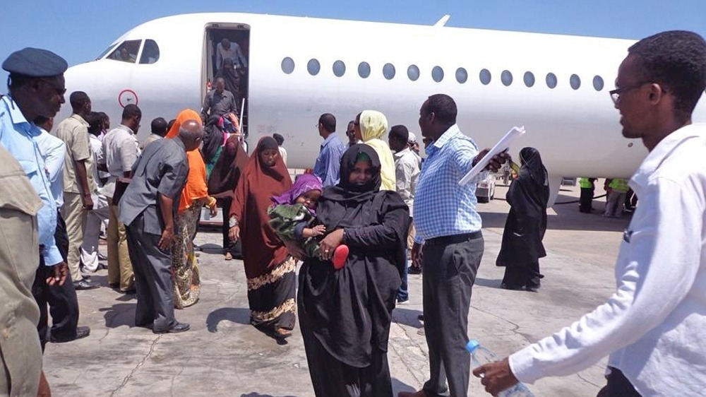 Illegal migrants are deported to Mogadishu from Kenya (April 2014)