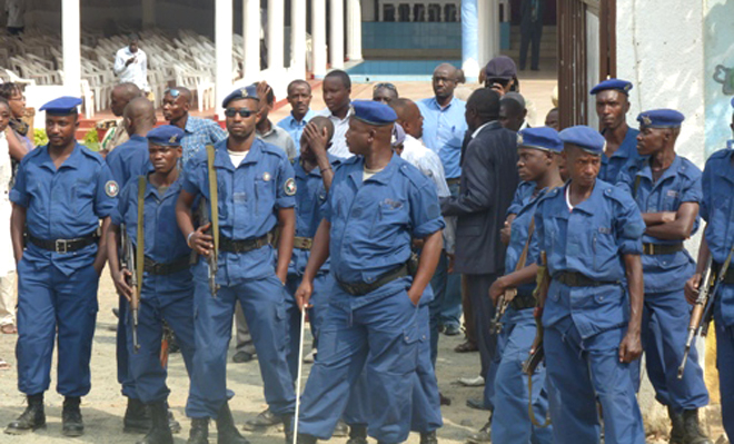 Police prevent Agathon Rwasa from meeting his supporters in Bujumbura (August 2013)
