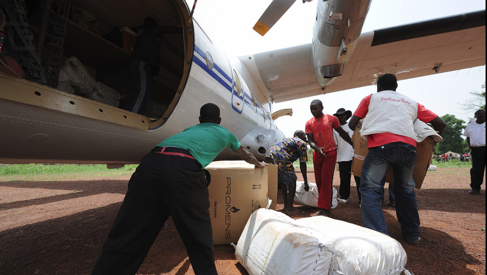Humanitarian aid being unloaded. UNICEF and Solidarités flew in twenty five tons of tarpaulins, water containers and blankets into Doruma, DRC, March 13 2009.
