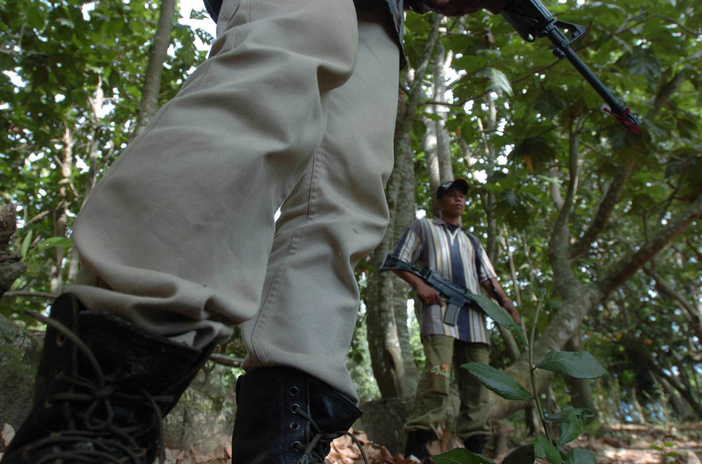 Aceh rebels with GAM stand guard during a jungle patrol in Jantho, Aceh Besar (File photo 2004)