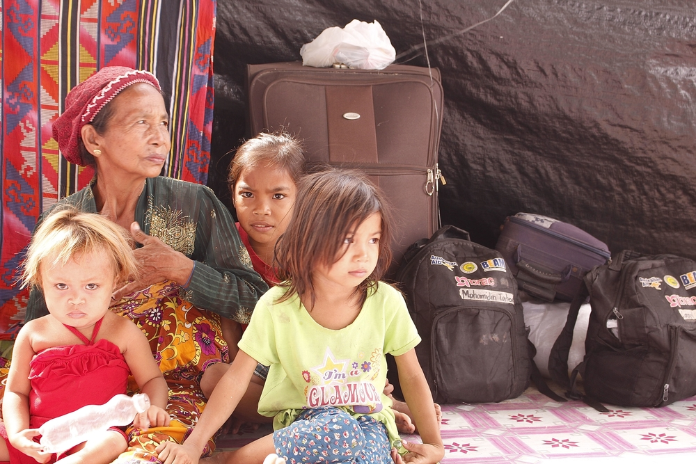 More than 1,200 people displaced as of March 2015 due to fighting between government forces and rebels of Bangsamoro Islamic Freedom Fighters (BIFF), according to UNHCR and regional government.