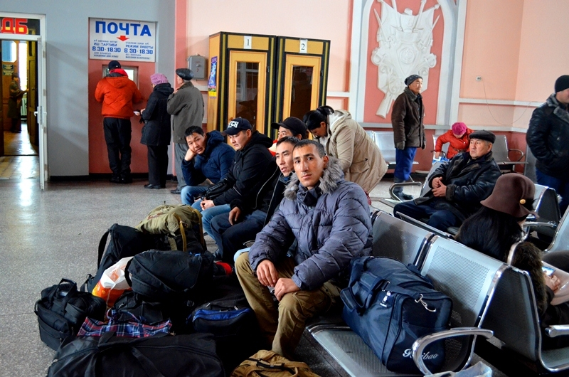 Kyrgyzstani workers wait for a train to Russia