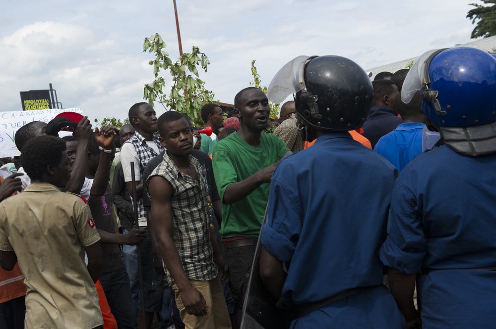 Protestors tussle with police in the Musaga neighbourhood of Bujumbura, Burundi, on May 4, 2015.