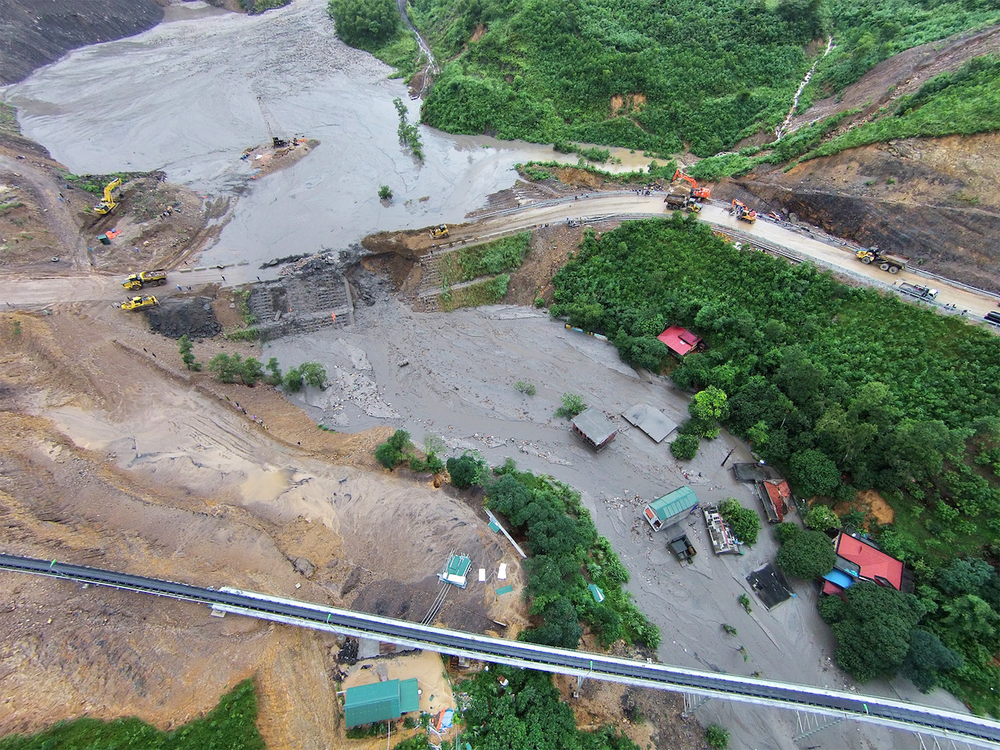 The Mong Duong coal mine in Vietnam's Quang Ninh province was inundated with floodwater in August 2015