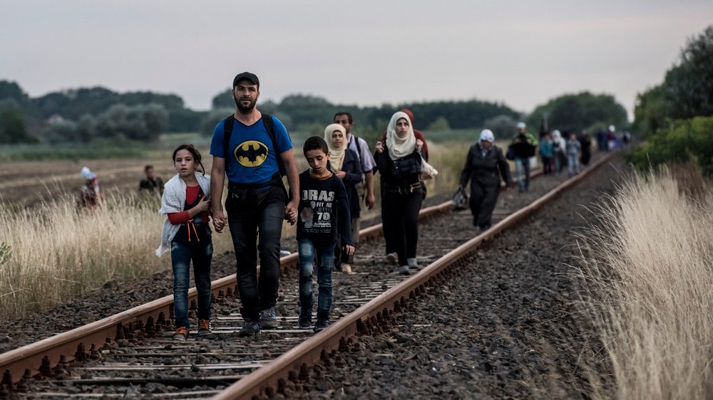Syrian refugees reach Hungary by following a Serbian rail track
