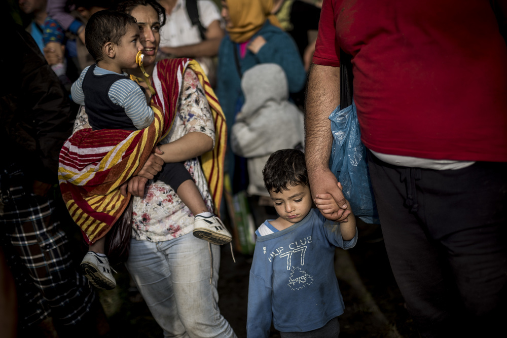 Syrian children cross the Hungarian border