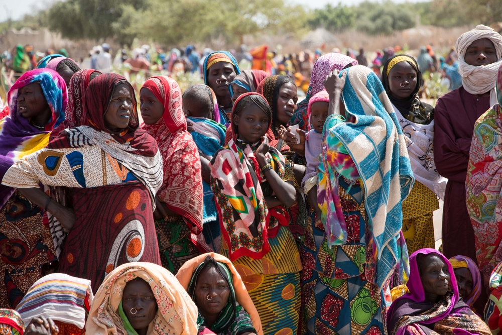 People at a food distribution site on Lake Chad