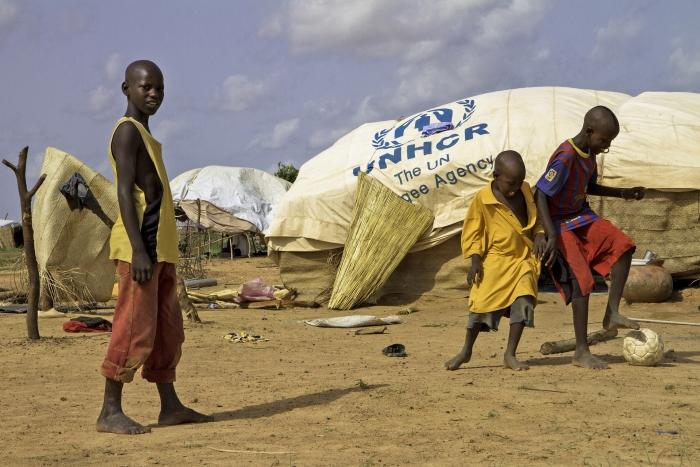 Les crises de réfugiés semblent commencer et se terminer. En 2011, tous les yeux étaient tournés vers le complexe de réfugiés de Dadaab, dans le nord du Kenya, alors qu'il accueillait des centaines de milliers de Somaliens qui fuyaient la famine et le conflit. Cette année, c'est l'exode des réfugiés syriens qui a attiré l'attention du public, même si la majorité des Somaliens qui sont arrivés à Dadaab l'an dernier y sont toujours.