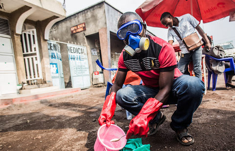 Photo of health worker in Goma working with Ebola