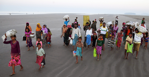 Photo of Rohingya entering Bangladesh from Myanmar
