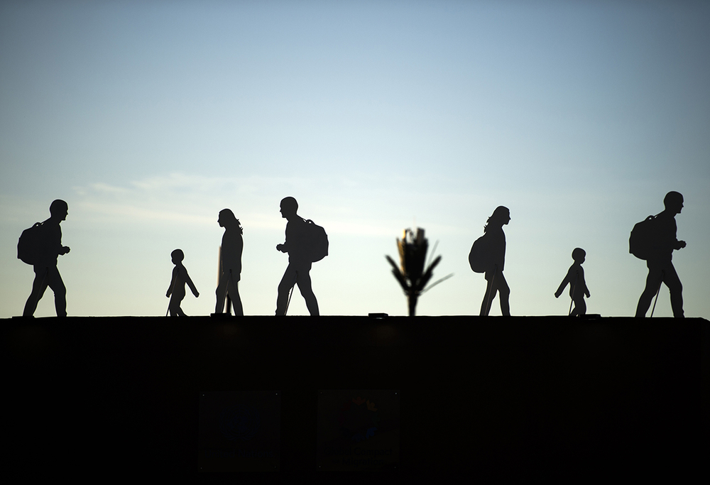 Silhouettes of migrants