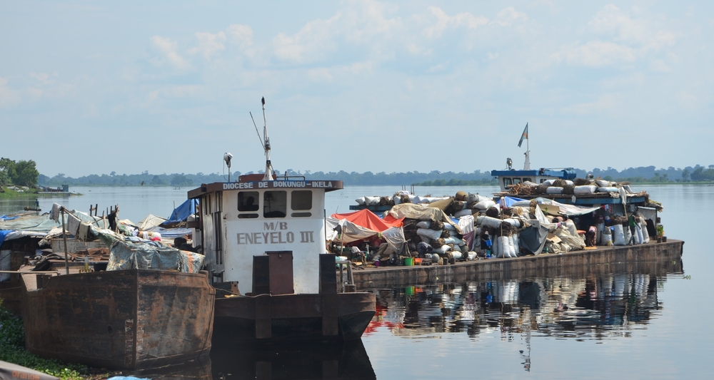 Boat waiting to depart from one of Mbandaka's many ports.